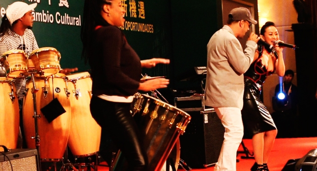 Chinese Star Ayi Jihu performs for Chinese Prime Minister with Brazilian Star Edu Casanova in Macau